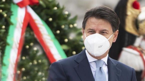 """Covid-19, Giuseppe Conte sul Natale: """"atteggiamento più sobrio durante le festività per evitare nuovi contagi"""""""