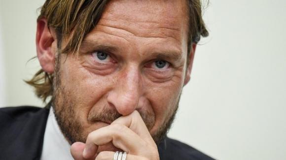 Coronavirus, polmonite bilaterale per Francesco Totti: le condizioni dell'ex calciatore