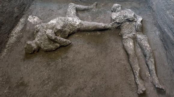 A Pompei ritrovati i corpi di due uomini intatti: risalgono all'eruzione del 79 d.C.