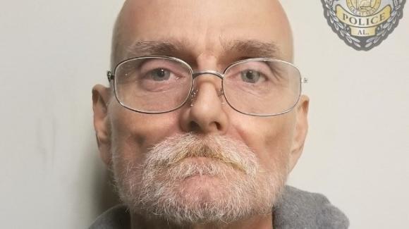 """Malato terminale chiama la polizia e confessa omicidio di 25 anni fa: """"Voleva liberarsi la coscienza"""""""