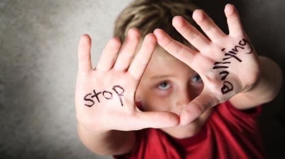 Bullismo a Pisoniano: dodicenne massacrato di botte nei bagni della scuola durante la ricreazione