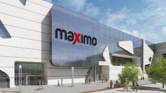 Centro commerciale Maximo apre i battenti: fila interminabile per visitare lo store della Primark