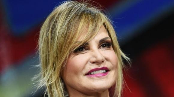 """Clamorosa rivelazione su Simona Ventura: """"Non arriva a fine mese"""""""