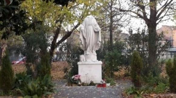 Decapita una statua della Madonna e le mozza le mani: il vandalo verrà espulso