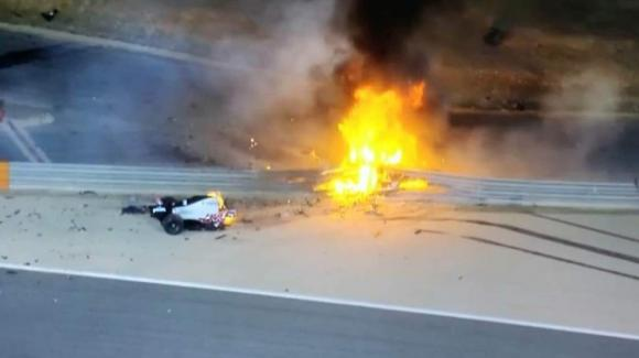 Gp Bahrain: incidente alla partenza, Romain Grosjean vivo per miracolo