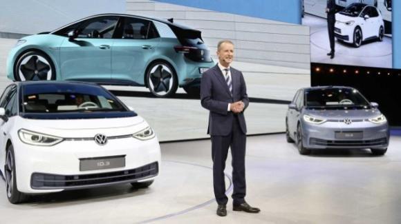 Lo spettro della crisi bussa in casa Volkswagen: l'a.d. Diess chiede il voto di fiducia