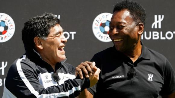"""Pelé ricorda Maradona ad una settimana dalla sua morte: """"Ti voglio bene Diego"""""""