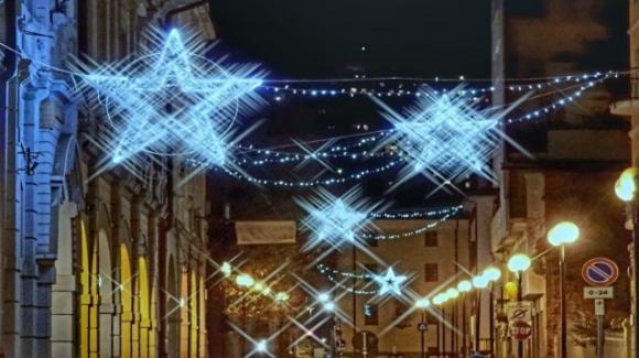 Vieste, audio a luci rosse inviato in filodiffusione con le luminarie natalizie