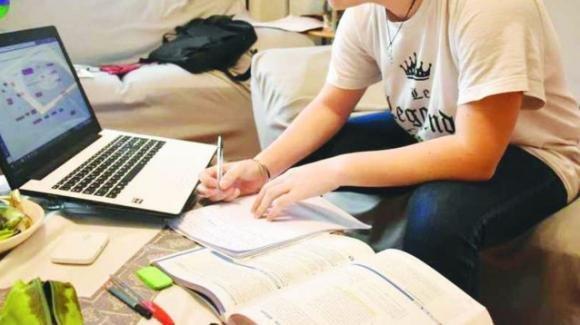 Covid-19, 1 studente su 3 ha lasciato gli studi durante il lockdown: bocciata la Dad