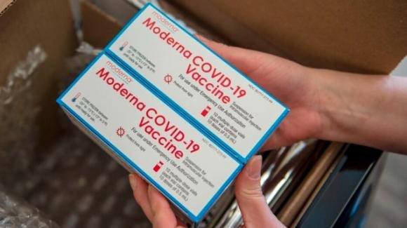 L'Ema dà l'ok al vaccino anti-Covid Moderna:almeno 600 milioni di dosi previste per il 2021