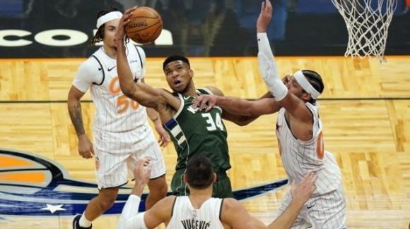 NBA, 11 gennaio 2021: i Bucks vincono travolgono i Magic, gli Hawks stoppano i 76ers