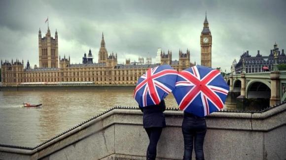 Covid-19, nel Regno Unito una persona su quattro non ricorda il suo ultimo rapporto intimo