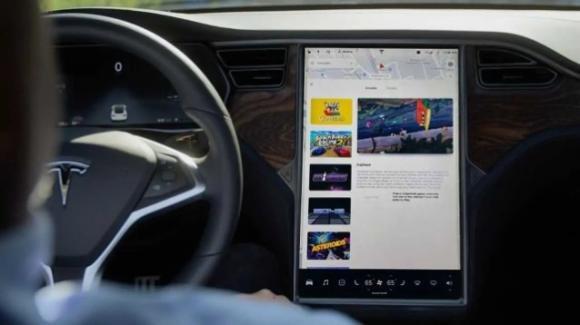 Tesla nei guai: richiamo di 158.000 auto da parte della NHTSA