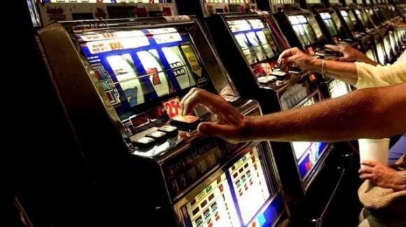 Torino: prof di musica si intasca i soldi delle gite per giocarseli d'azzardo. A processo