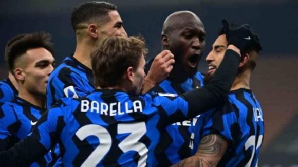Serie A, dominio Inter: Juve battuta per 2-0 con i gol di Vidal e Barella