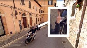 Perugia, fa il dito medio al mezzo di Google Maps e diventa virale
