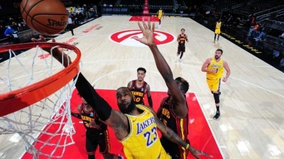 NBA, 1 febbraio 2021: i Lakers vanno a conquistare la casa degli Hawks, i Bucks fermano i Trail Blazers
