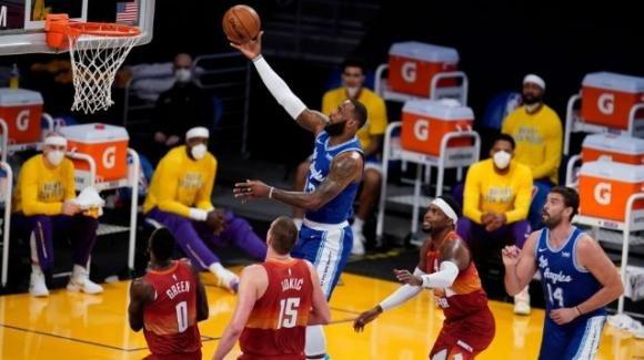 NBA, 4 febbraio 2021: i Lakers demoliscono i Nuggets, i Jazz comandano sul campo degli Hawks