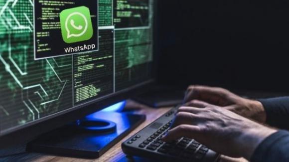 WhatsApp: iPhone spiati da versione modificata, integrazione con Google Camera ripristinata