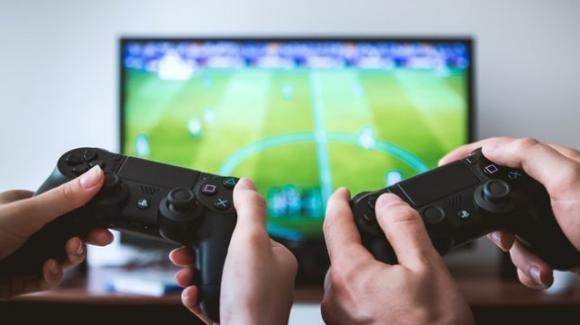 Palermo: giocavano alla PlayStation invece di curare i pazienti, sospesi due OSS