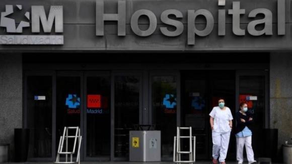 Spagna, focolaio Covid in una palazzina residenziale di Bilbao: 6 decessi