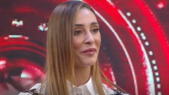 """Sonia Lorenzini in dubbio su Maria Teresa Ruta: """"Maria Teresa che combini?"""", ma il web risponde"""