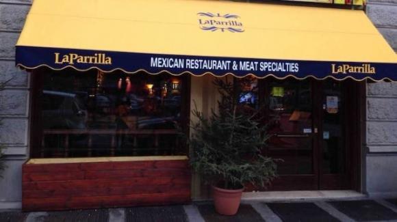 Milano, ristoratore sfida il Dpcm: si entra nel locale dopo aver fatto il tampone all'ingresso