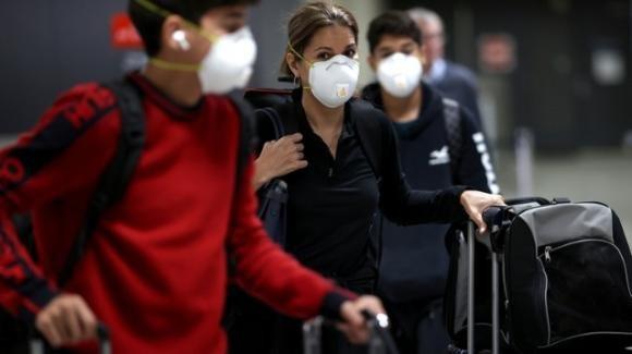 Vende certificati falsi di tamponi negativi al Covid a 50€ all'aeroporto di Napoli