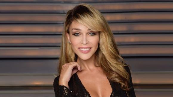 """""""Domenica Live"""", Vittoria Schisano parla del suo misterioso compagno"""