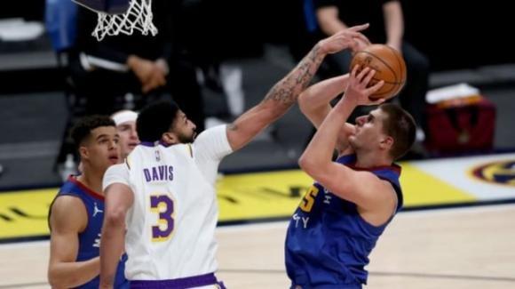 NBA, 14 febbraio 2021: i Nuggets travolgono i Lakers, i Trail Blazers vincono sul parquet dei Mavericks