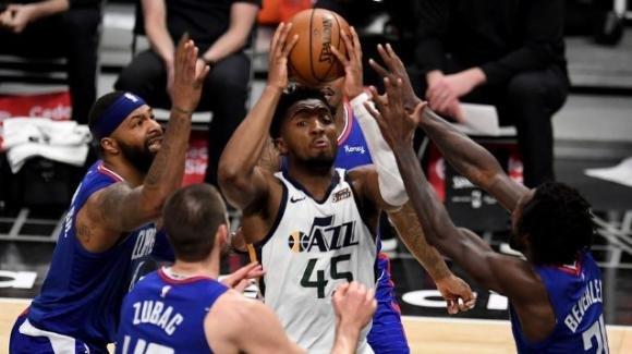 NBA, 17 febbraio 2021: i Jazz demoliscono fuori casa i Clippers, i 76ers battono i Rockets