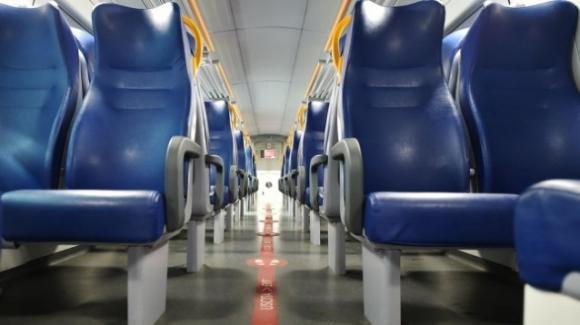 """Prato, studentessa vittima di razzismo dopo aver starnutito sul treno: """"Sono i neri come te a portare il virus"""""""