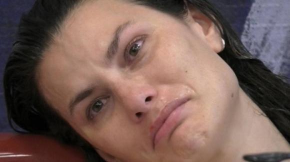 """GF Vip, crollo emotivo di Dayane: """"Amo Rosalinda"""". La stoccata agli autori"""