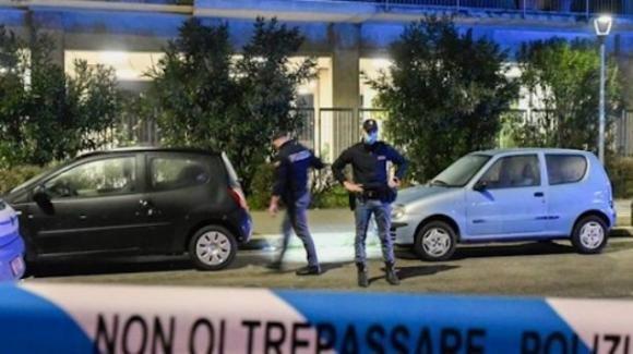 Notte di sangue a Milano: 45enne deceduto dopo aver aggredito i poliziotti, un agente ha sparato