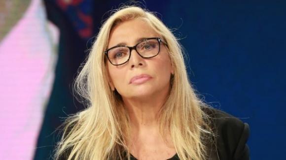 La fake-news sulla morte del marito di Mara Venier fa infuriare la conduttrice