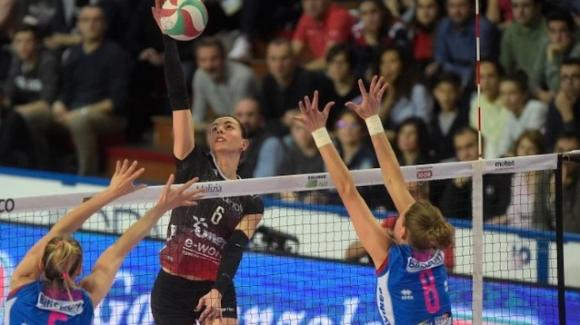 Volley femminile Serie A1: Busto Arsizio vince contro Novara 3-1