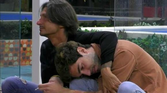 Tommaso Zorzi torna a casa e riceve un regalo a sorpresa da Francesco Oppini