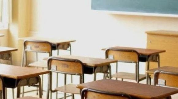 Studenti non riescono a seguire lezioni in Dad e vanno a scuola: arrivano i carabinieri