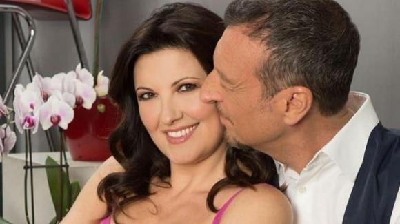 """Amadeus, la moglie Giovanna Civitillo confessa: """"Mia suocera mi controlla"""""""