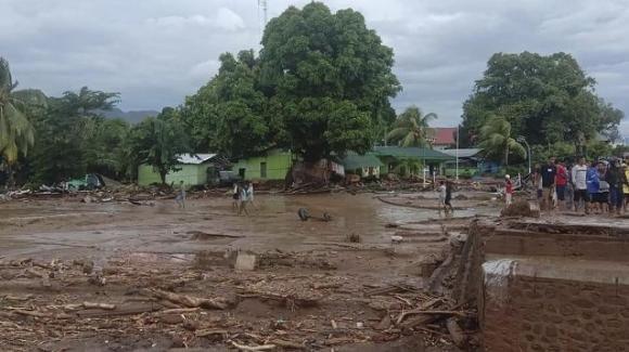Indonesia: terribile inondazione causata dalle forti piogge