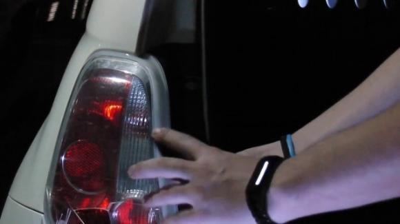 Smonta e ruba i fari delle Fiat 500: denunciato un 42enne a Napoli