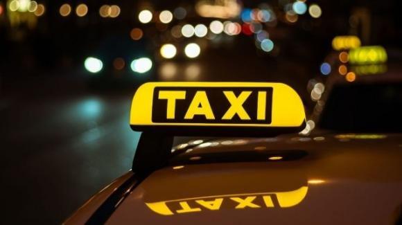 Bimbo nasce in un taxi a Milano la notte di Pasquetta