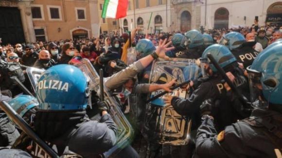 """Proteste dei ristoratori a Roma, Viminale: """"Inammissibili violenze sugli agenti"""""""