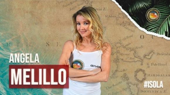 """""""L'isola dei famosi"""", Angela Melillo infrange il regolamento: provvedimento in arrivo"""
