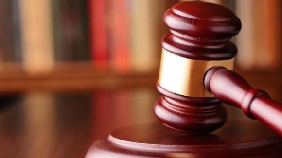 Lascia per sei mesi il cadavere della madre nel letto: la giustizia lo assolve