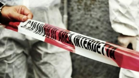 Non si ferma all'alt dei carabinieri, un militare spara a terra: 44enne deceduto