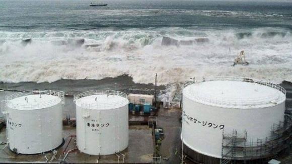 L'acqua radioattiva di Fukushima verrà riversata in mare: gli ambientalisti protestano