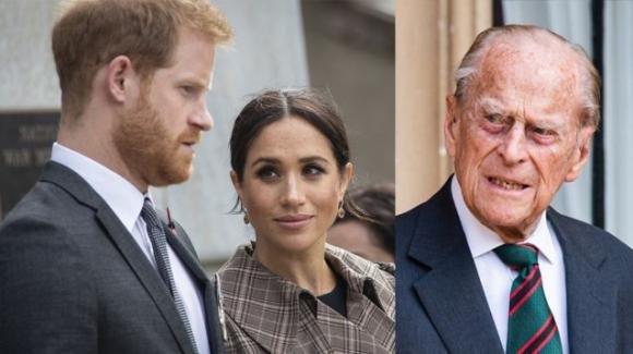 """Meghan e Harry, l'ultimo freddo saluto a Filippo e la rivolta dei sudditi: """"Dovete vergognarvi"""""""