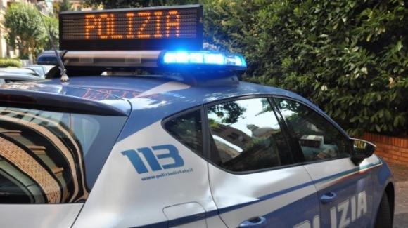 Tenta di togliersi la vita lanciandosi nel vuoto: salvata dalla Polizia