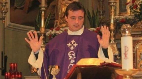 """Milano: rimosso Don Diego Minoni, il prete """"no mask"""""""
